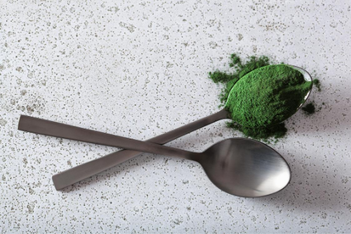 Pflanzliche Nahrungsergänzung von Tasnim in höchster Qualität und Reinheit.